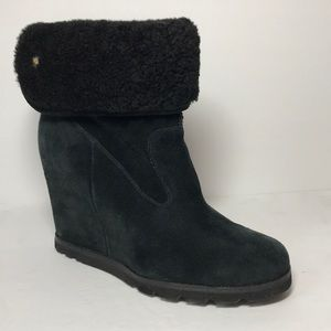 UGG Kyra Black Suede Shearling Wedge Boot Size 7